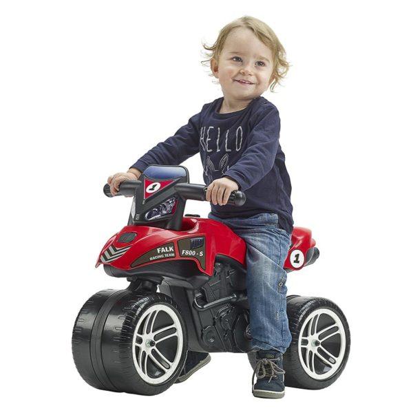 Enfant jouant avec Draisienne Moto Falk Racing Team rouge 500