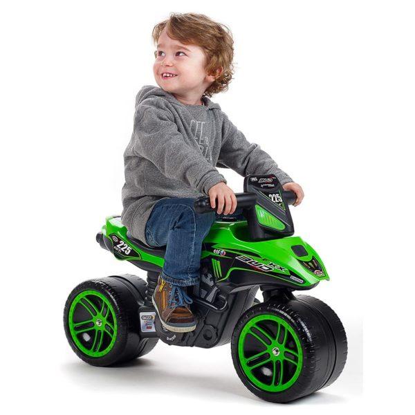 Niño jugando con Moto Correpasillos Kawasaki Bud Racing Falk Toys 502KX