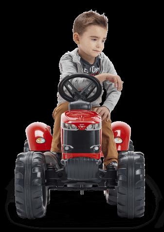 grand garçon sur un tracteur rouge Falk Toys