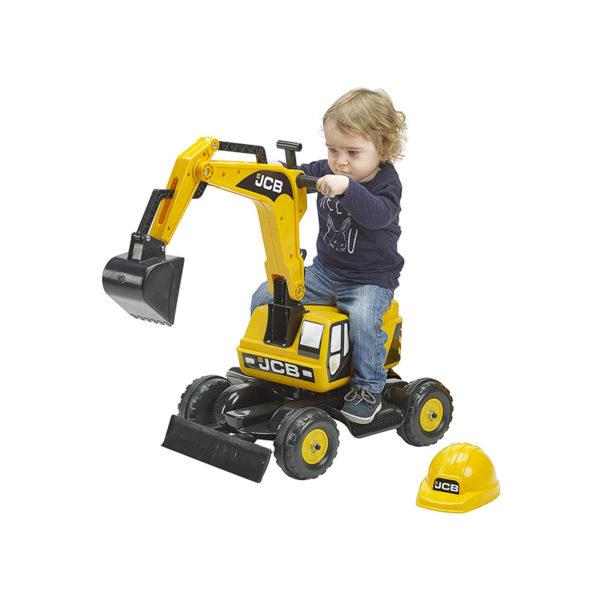Enfant jouant avec pelleteuse JCB 115