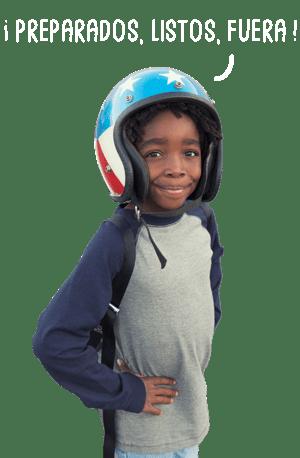 garçon avec un casque de moto