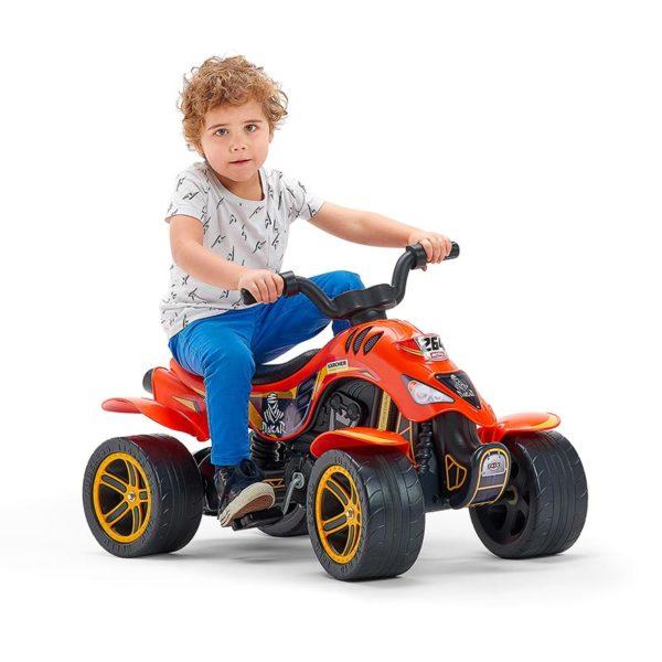 Spielendes Kind auf Quad mit Pedalen Dakar 606D