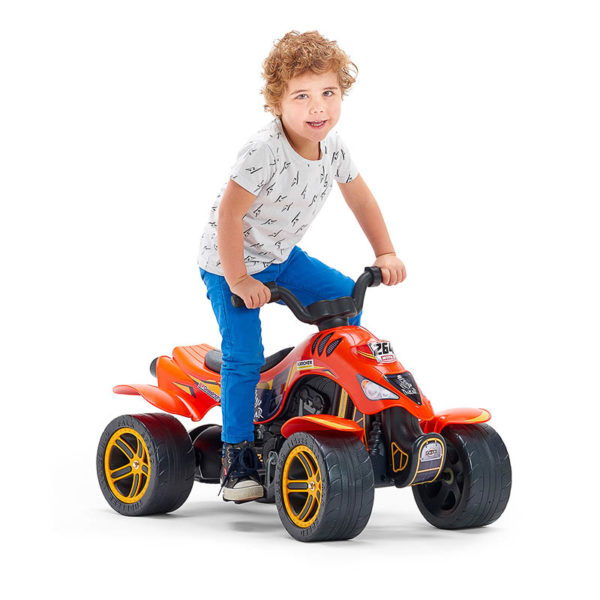 Enfant jouant sur Quad à pédales Dakar Falk Toys 606D