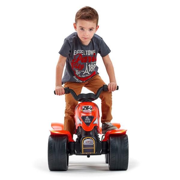 Kleiner spielender Junge auf Quad mit Pedalen Dakar 606D