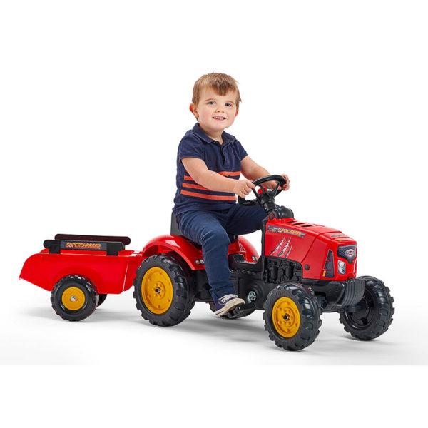 Enfant jouant avec Tracteur à pédales Supercharger 2030AB