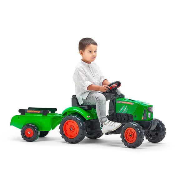 Niño jugando conTractor de pedales Supercharger 2031AB