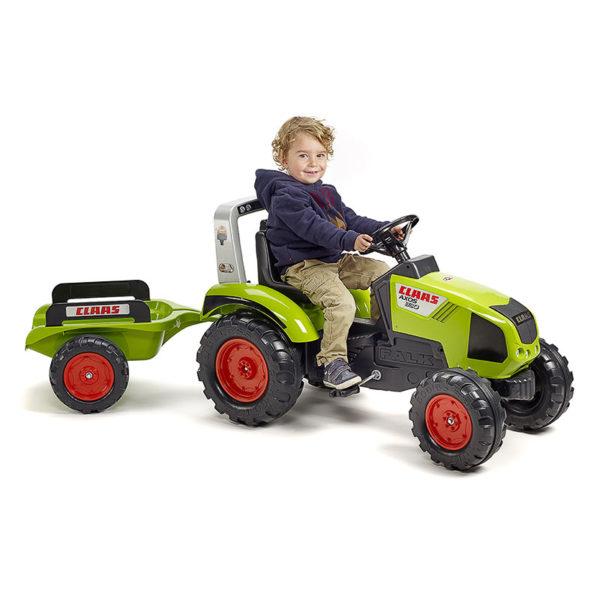 Spielendes Kind mit Traktor mit Pedalen Claas 1011AB