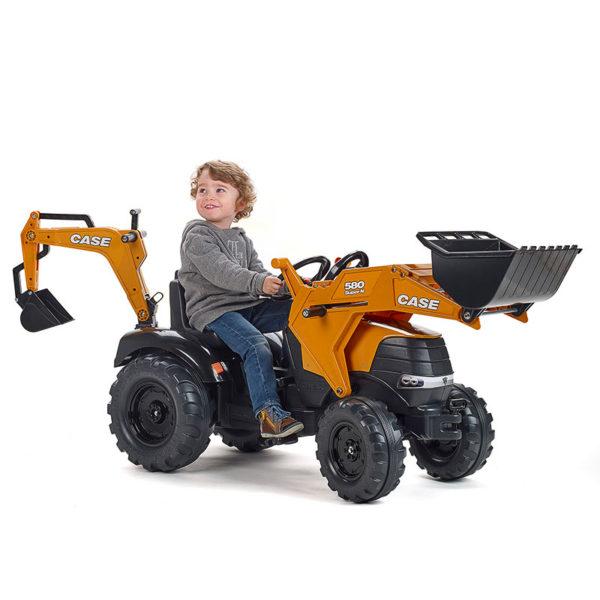 Enfant jouant avec Tractopelle Case Construction 997N